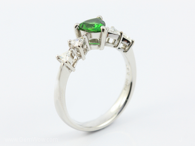 PT Ring with Cut Chrome Tourmaline Oval 057 Cts and Diamond
