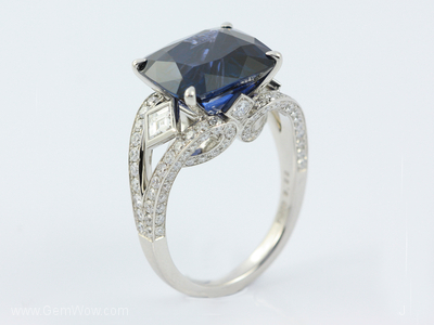 PT Ring with Cut Vietnam Blue Spinel Oval 922 Cts and Diamond